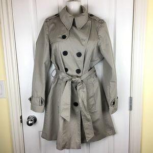 Classic, fully lined trench coat